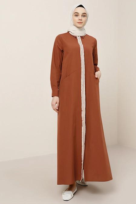 Benin Tarçın Boydan Düğmeli Püsküllü Elbise