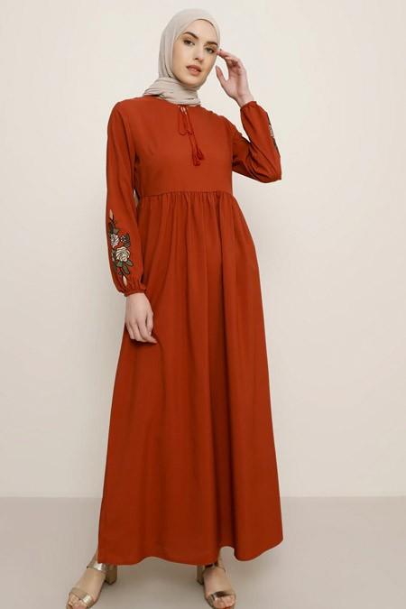 Tavin Kiremit Kolları Nakış Detaylı Elbise
