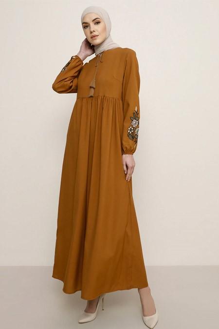 Tavin Taba Kolları Nakış Detaylı Elbise