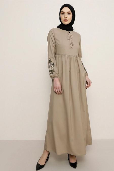 Tavin Vizon Kolları Nakış Detaylı Elbise