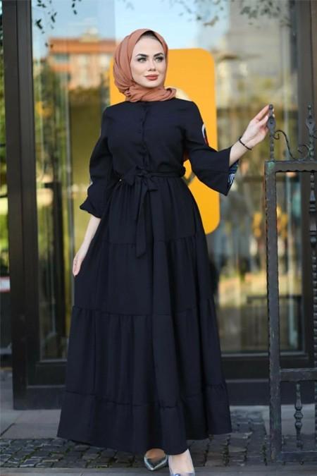 Moda Ekru Siyah Kol Nakış Detaylı Elbise