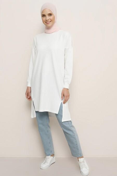Everyday Basic Kırık Beyaz Doğal Kumaşlı Yırtmaç Detaylı Basic Tunik
