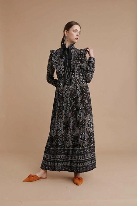 She Sea Siyah Desenli Fırfır Detaylı Maksi Boy Elbise