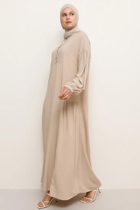 Benin Bej Doğal Kumaşlı Düğme Detaylı Elbise