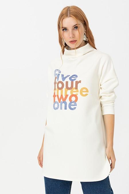 Seçil Ekru Yazı Baskılı Dik Yakalı Sweatshirt