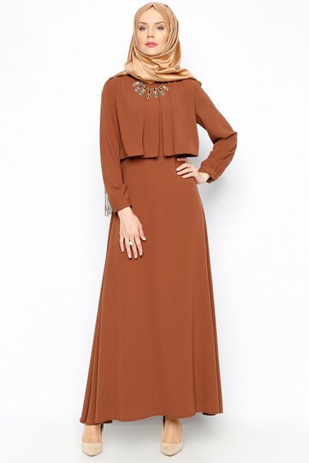 Bürün Kahverengi Kolyeli Elbise