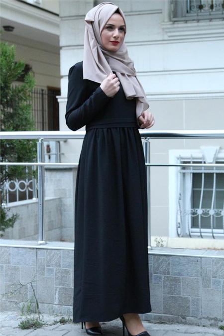 Beyhan Siyah Belden Fırfırlı Elbise