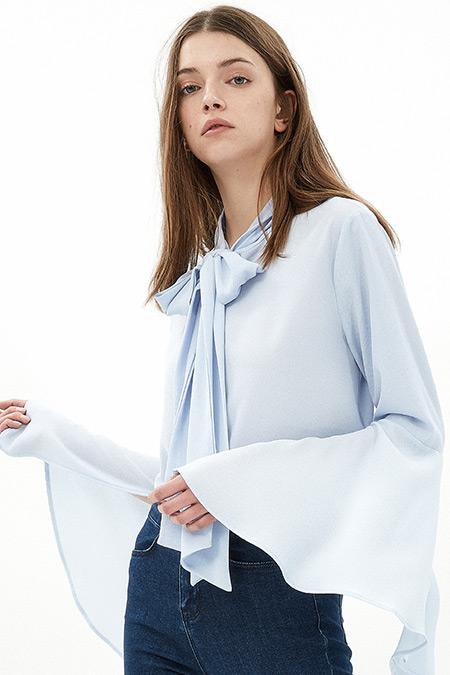 Koton Açık Mavi Fiyonk Detaylı Gömlek