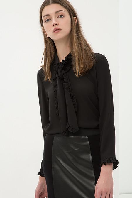 Koton Siyah Yaka Detaylı Gömlek