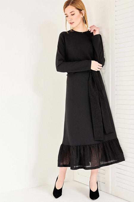 Vavist Siyah Volan Detaylı Kuşaklı Elbise
