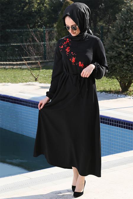 Melek Aydın Siyah Nakışlı Elbise