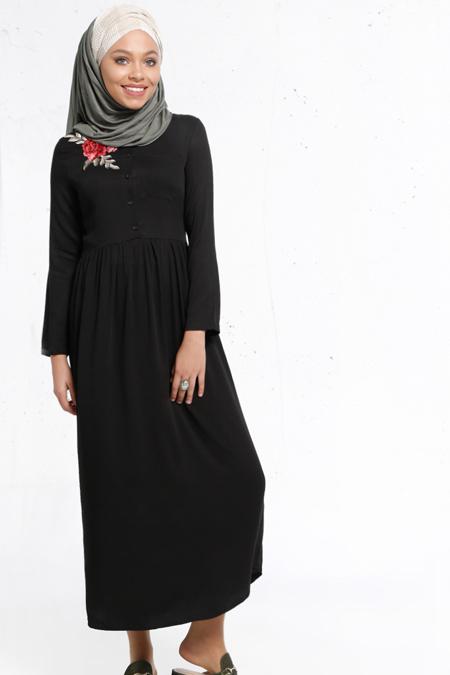 Refka Siyah Natürel Kumaşlı Nakış Detaylı Elbise