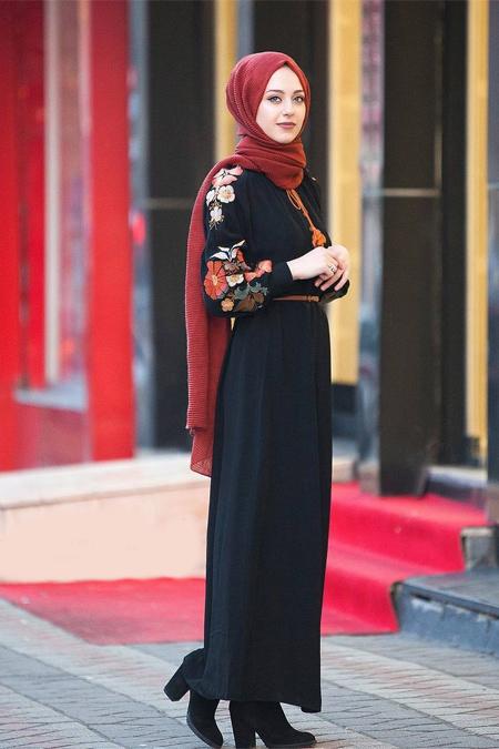 Esra Keküllüoğlu Kolları Nakışlı Elbise