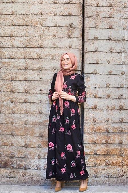 Esra Keküllüoğlu Pembe Nakışlı Elbise