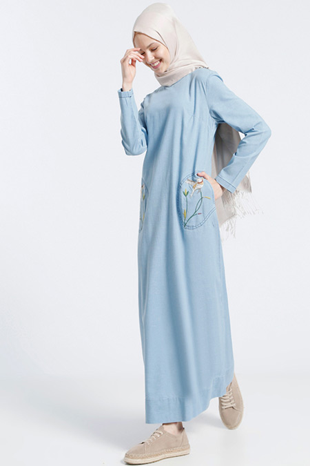 Benin Açık Mavi Doğal Kumaşlı Nakış İşlemeli Kot Elbise