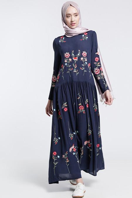 Benin Lacivert Natural Kumaşlı Nakışlı Elbise