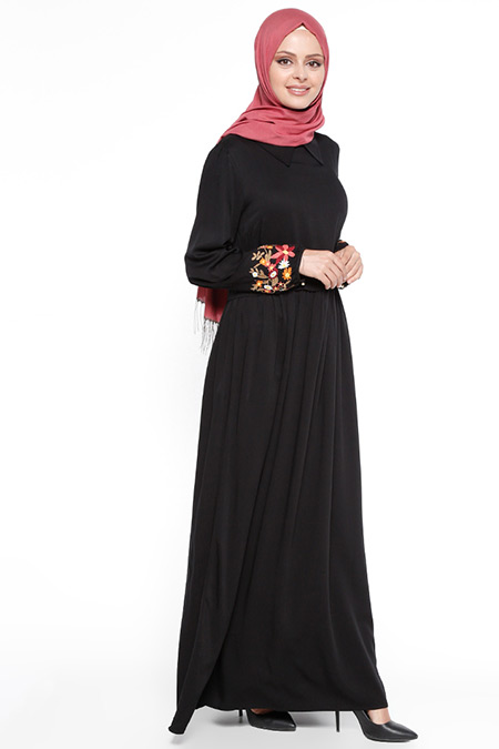 Beha Tesettür Siyah Kolları Nakışlı Elbise