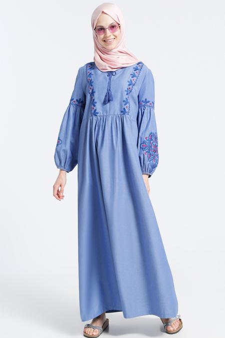 Benin Açık Mavi Doğal Kumaşlı Nakış İşlemeli Elbise