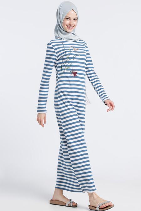 Benin Mavi Doğal Kumaşlı Çizgili Nakış İşlemeli Elbise