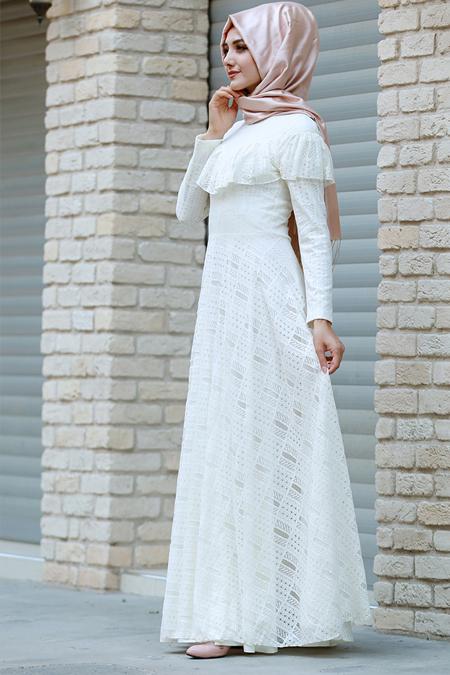 Gamze Özkul Ekru Yakası Fırfırlı Dantel Elbise