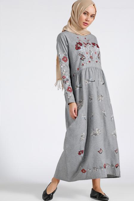 Benin Gri Nakışlı Elbise