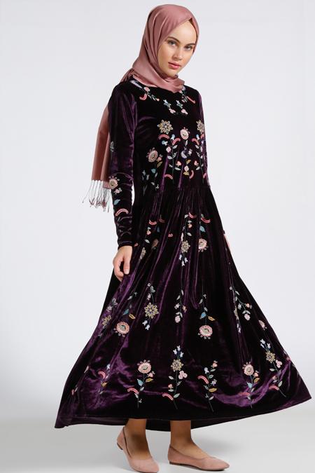 Benin Mürdüm Nakışlı Kadife Elbise