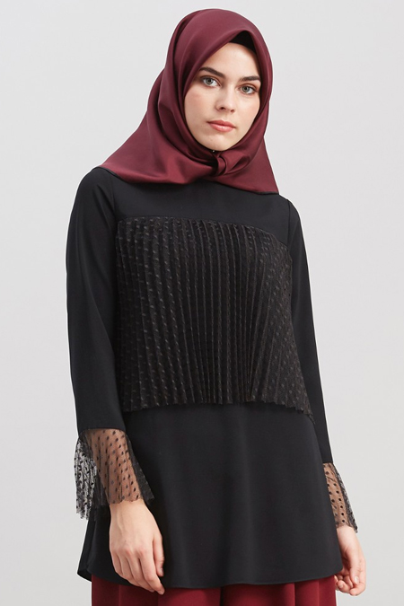 Kayra Siyah Kolları Volanlı Piliseli Bluz