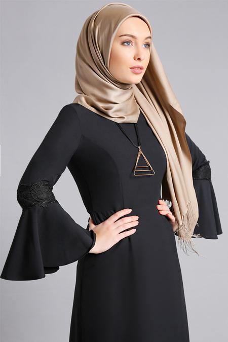 Refka Siyah Kolları Volanlı Elbise
