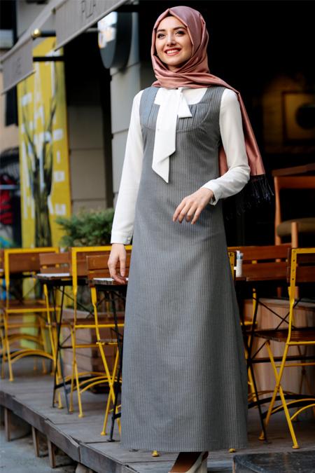 Gamze Özkul Gri Ekru Askılı Kadife Elbise