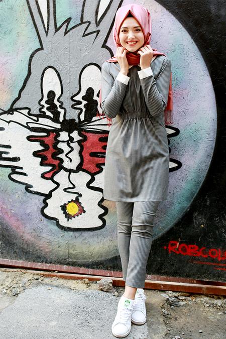 Gamze Özkul Gri Ekru Çizgili Tunik&Pantolon Takım