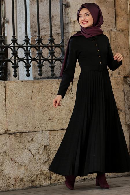Gamze Özkul Siyah Piliseli Elbise