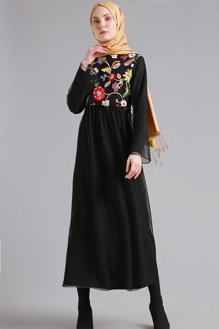 Refka Siyah Nakışlı Elbise