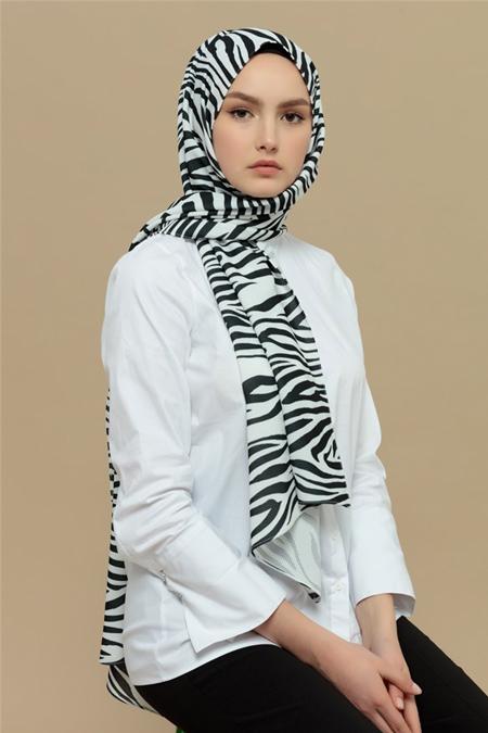 Merve Dağlı Zebra Desenli Şal