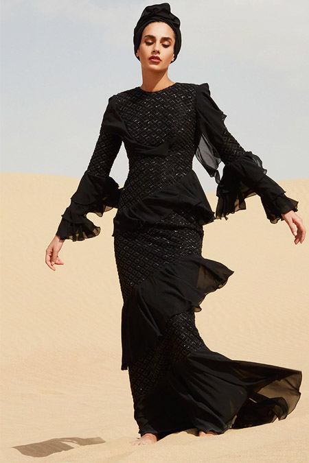 Raşit Bağzıbağlı Siyah Volanlı Payet Detaylı Abiye Elbise