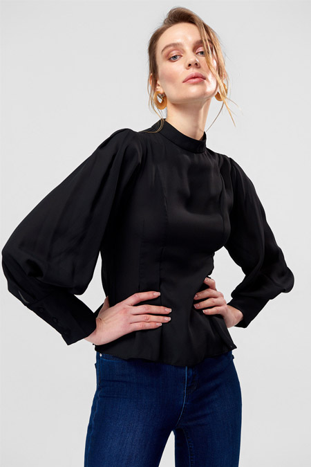 TRENDYOLMİLLA Siyah Pili Detaylı Bluz