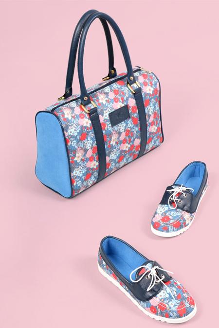 Çiçek Desenli Lacivert Kol Çantası ve Ayakkabı Set
