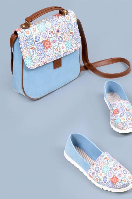 Çiçek Kare Desenli Mavi Çapraz Çanta ve Ayakkabı Set