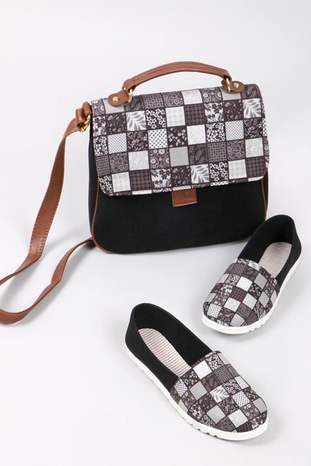 Çiçek Kare Desenli Siyah Çapraz Çanta ve Ayakkabı Set