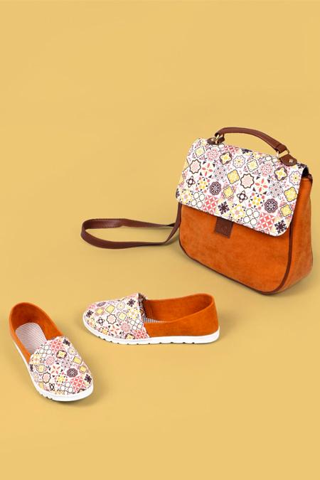 Etnik Kare Desenli Hardal Çapraz Çanta ve Ayakkabı Set