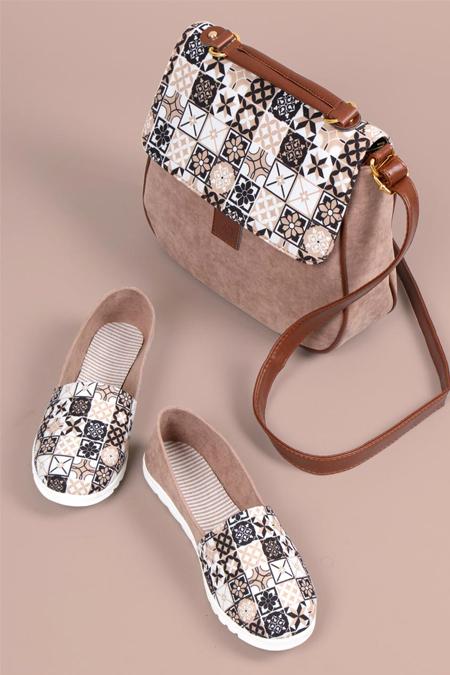 Yıldız Kare Desenli Koyu Vizon Çapraz Çanta ve Ayakkabı Set