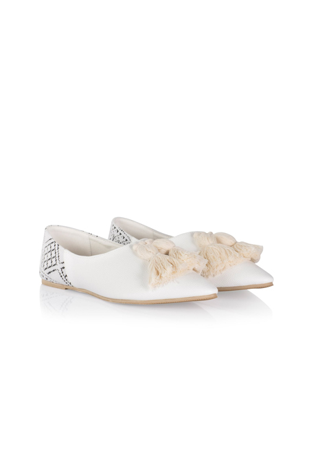 İpekyol Beyaz Püskül Tokali Çarik Form Ayakkabı