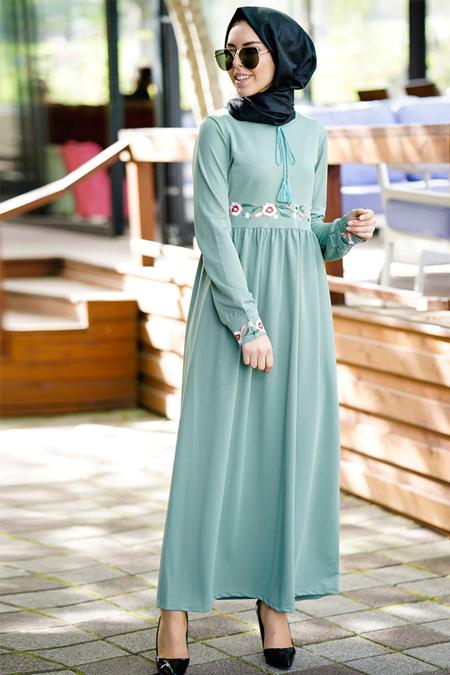 İnşirah Mint Nakış Detaylı Elbise