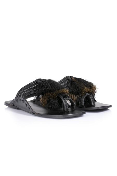İpekyol Siyah Deri Örgü Şerit Püsküllü Terlik