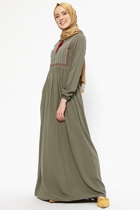 SUEM Haki Doğal Kumaşlı Nakışlı Elbise
