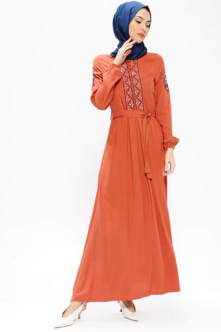 SUEM Kiremit Doğal Kumaşlı Nakışlı Elbise