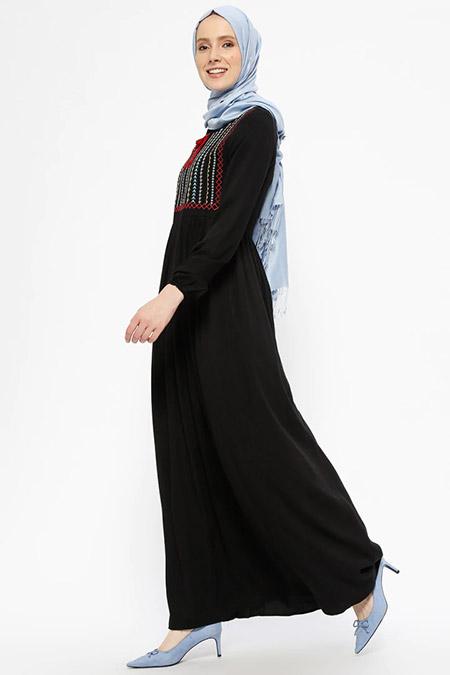 SUEM Siyah Doğal Kumaşlı Nakışlı Elbise