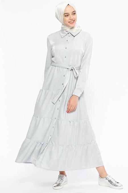 Beha Tesettür Gri Kendinden Simli Boydan Düğmeli Elbise