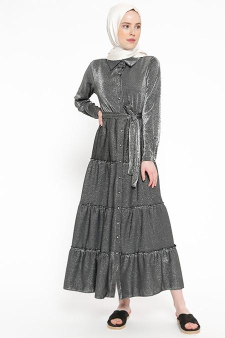 Beha Tesettür Siyah Kendinden Simli Boydan Düğmeli Elbise