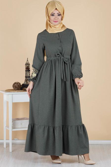Düğmeli Kolları Nakışlı Kemer Detaylı Tesettür Elbise