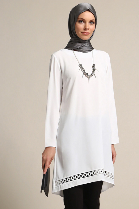 Refka Beyaz Kolyeli Tunik